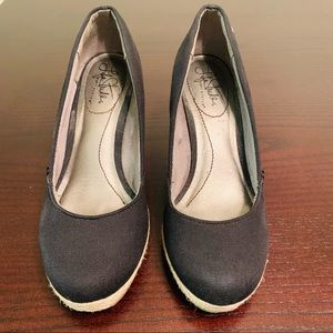 "Life Stride Shoes - 3"" Wedge Shoe Size 6 1/2W"